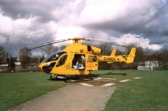 Eine Besonderheit der MD 900 war die Beladung durch die Seitentür, wie sie sonst nur bei der Bell UH-1D gängig war