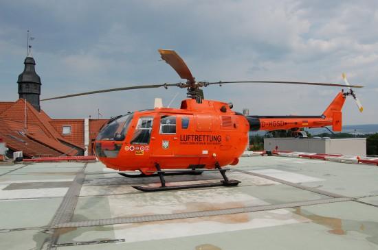 """Im Juni 2007 steht der ZSH """"Christoph 7"""" auf dem Dach des Rotes-Kreuz-Krankenhauses in Kassel und wartet auf seinen nächsten Einsatz"""