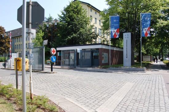"""Der Eingangsbereich des Bundeswehrkrankenhauses Hamburg, Heimat des """"SAR 71"""""""