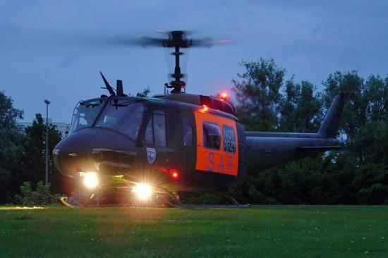 """Bis Januar 2006 ein gewohntes Bild in Hamburg: die Bell UH-1D der Bundeswehr als """"SAR 71"""""""