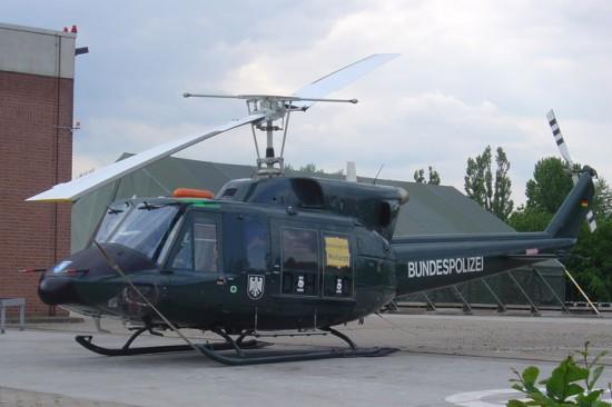 Ab 19. Januar 2006 kam in Hamburg eine Bell 212 der Bundespolizei zum Einsatz, anfangs in Tannengrün, ...
