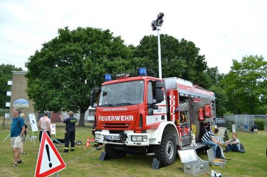 Die Feuerwehr war gleich an mehreren Stationen vertreten (hier zu sehen ein Rüstwagen der Feuerwehr Bremen)