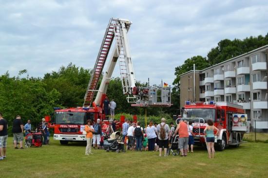 Immer wieder ein Anziehungspunkt: die mit Technik vollgestopften Einsatzfahrzeuge der Feuerwehr