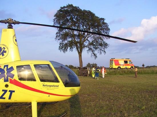 Bodengebundener Rettungsdienst und luftgebundener Notarztdienst arbeiten im Rendezvous-System