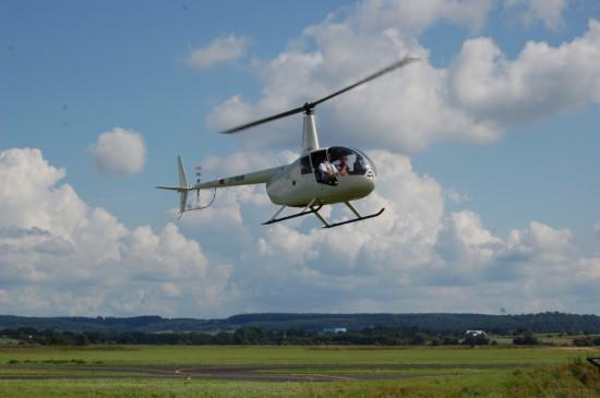 Die Rundflüge mit den weißen Robinson R44 ...