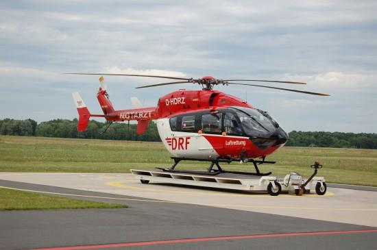 """Im Gegensatz zur ADAC Luftrettung setzt die DRF Luftrettung weiterhin auf die EC 145 (hier zu sehen der ITH """"Christoph Niedersachsen"""" am Hannover Airport International)"""