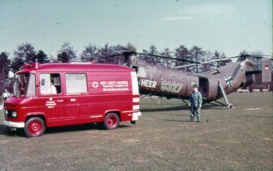 Für den Transport des/der Patienten vom Hubschrauber zur Notaufnahme setzte die BGU eigens einen Not-Arzt-Wagen auf Basis des Düsseldorfer Transporters von Mercedes-Benz ein