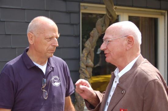 Hans-Werner Feder im Gespräch mit dem Vorsitzenden des LSC Bad Homburg, Dr. Gerhard Reuter
