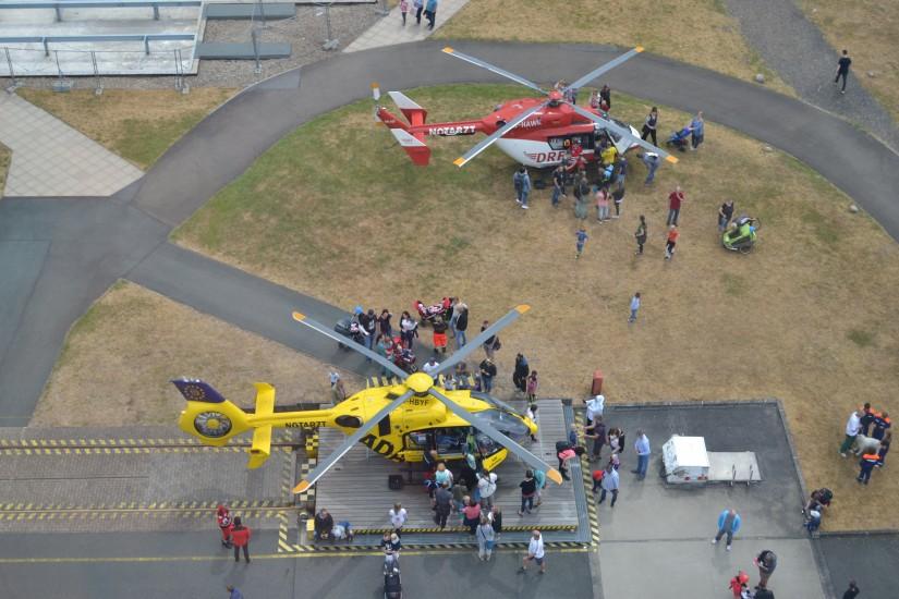 Aus der Kabine des so genannten Holler-Krans hatte man einen guten Ausblick über das vordere Ausstellungsgelände (hier die beiden Luftrettungsmittel)