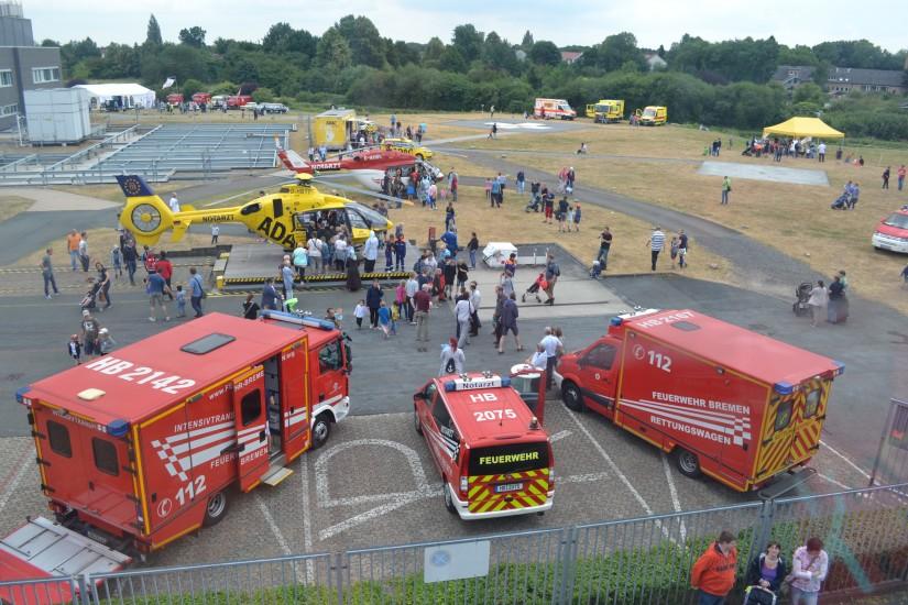 Aus dieser Perspektive kann man nicht nur die beiden Helikopter, sondern auch das weitläufige Gelände des Klinikums Links der Weser sehen