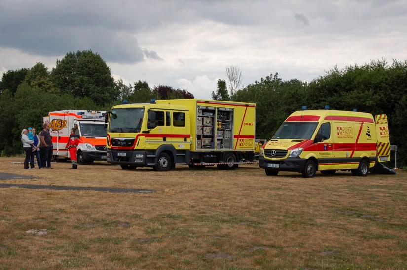 Der Arbeiter-Samariter-Bund (ASB) Bremen zeigte unter anderem einen Rettungswagen (RTW), einen Gerätewagen Sanität (GW-SAN) und einen Gerätewagen Logistik (GW-LOG)