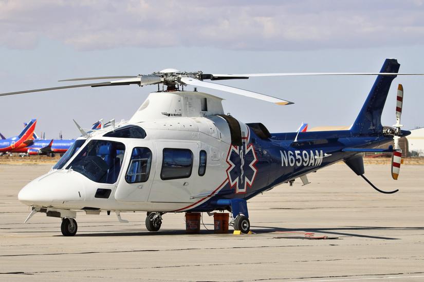 """Eine A109 ist als """"Mercy Air 2"""" am Southern California Logistics Airport in Victorville stationiert"""