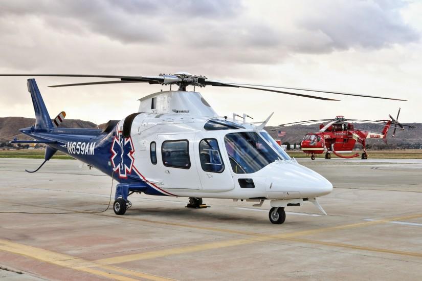 """""""Mercy Air 3"""", eine Agusta A109E, stationiert am Flugplatz Hemet-Ryan"""