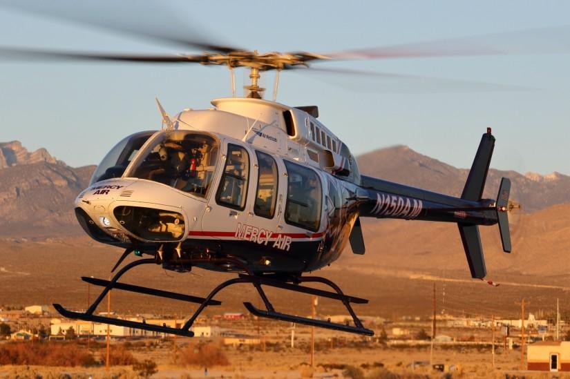 """In Pahrump, westlich von Las Vegas, sind eine Bell 407 als """"Mercy Air 24""""…"""