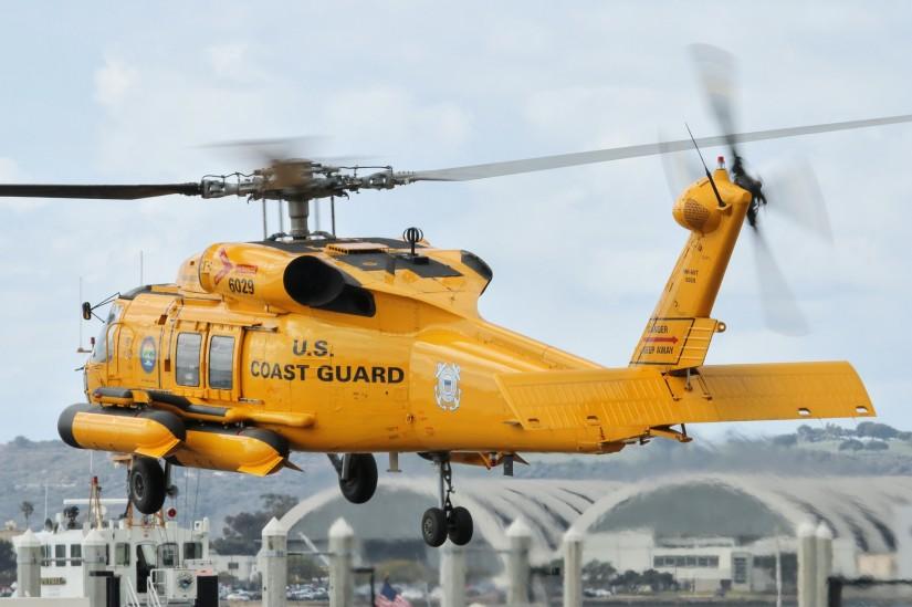 Zum 100. Geburtstag der Küstenwache erhielten einige Luftfahrzeuge Sonderbemalungen, angelehnt an früher genutzte Farbvarianten. So auch die MH-60T 6029 der Air Station San Diego