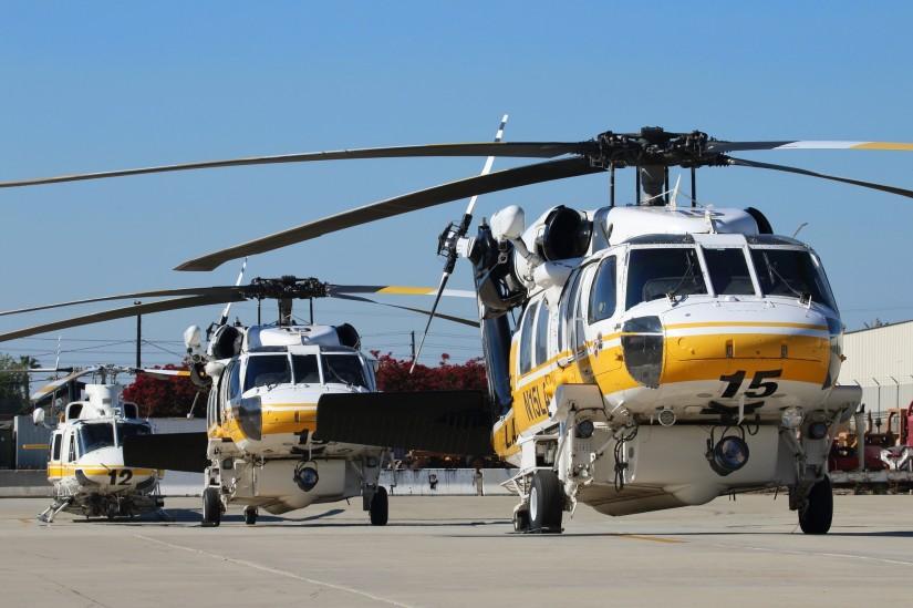 Zwei Firehawks und eine Bell 412 am Barton Heliport