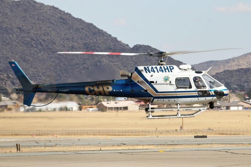 """Die AS350B3 """"H-82"""" startet von ihrem Stützpunkt am Flugplatz Apple Valley"""