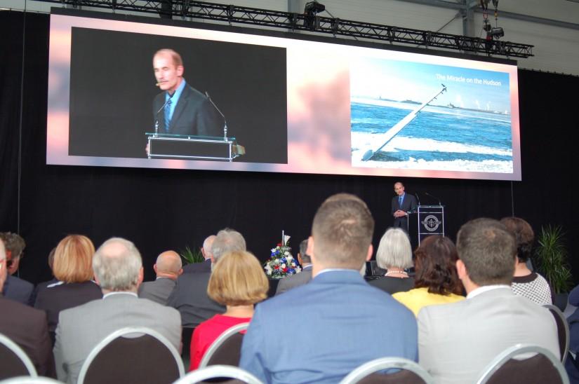 Still und beeindruckt, mancher gar mit der ein oder anderen Träne im Auge, verfolgte das Auditorium den Ausführungen von Jeff Skiles, Co-Pilot  des legendären Fluges US Airways 1549