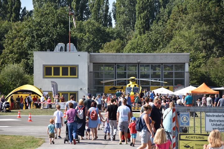 Bereits vor der offiziellen Eröffnung des Tages der offenen Tür strömten Jung und Alt auf das Gelände der Lüner Luftrettungsstation