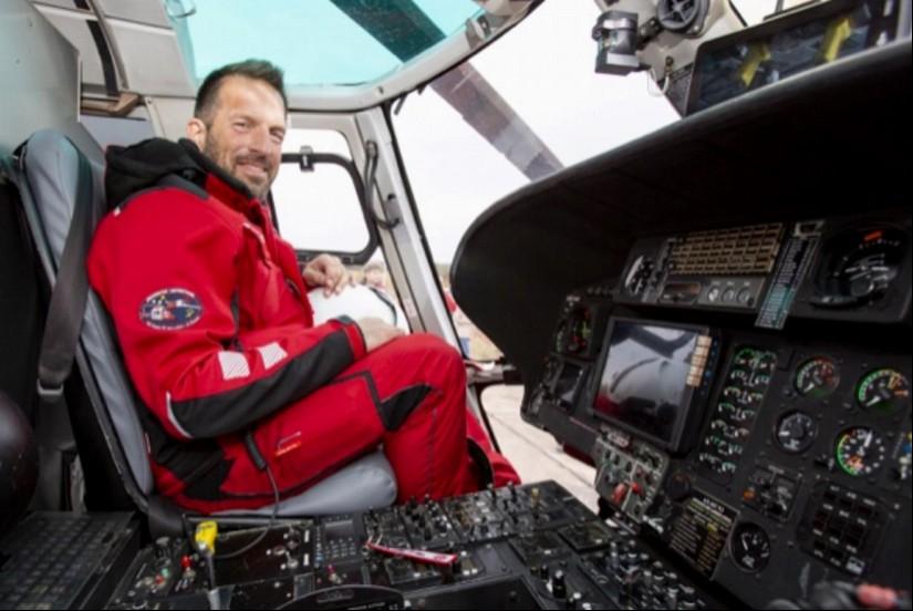 """Peter Ziepser als HEMS TC an seinem Arbeitsplatz (die Aufnahme entstand am Tag der Betriebsaufahme des ITH 'Air Rescue Pfalz"""" am 22. Oktober 2018)"""