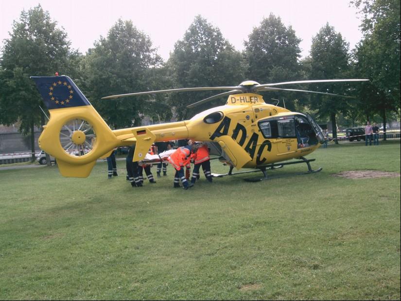 """Im Notfall konnte die ILS Kaiser auf folgende Rettungshubschrauber zurückgreifen: den RTH """"Christoph 16"""" aus Saarbrücken (hier 2004 bei einer Rettungsübung zu sehen), .."""