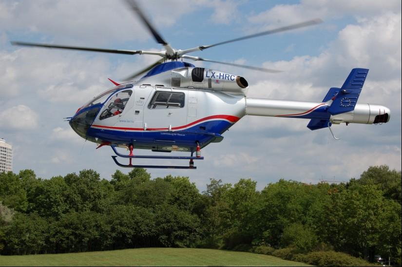 """Recht selten sind Primäreinsätze des Luxemburger """"Air Rescue 3"""" (hier zeigt sich im Sommer 2012 die auffällig beklebte MD 902 der LAR in Ludwigshafen an der BGU)"""