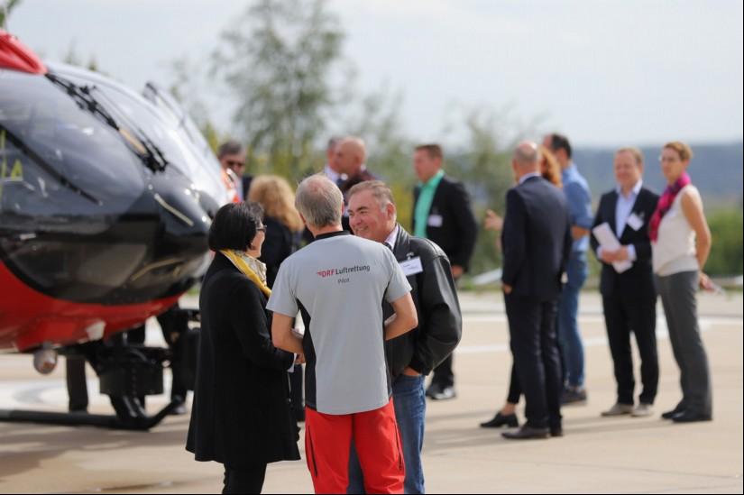 """Vor dem Hangar stand die eigens dafür eingeflogene H145 """"D-HDSU"""" zur Besichtigung parat."""