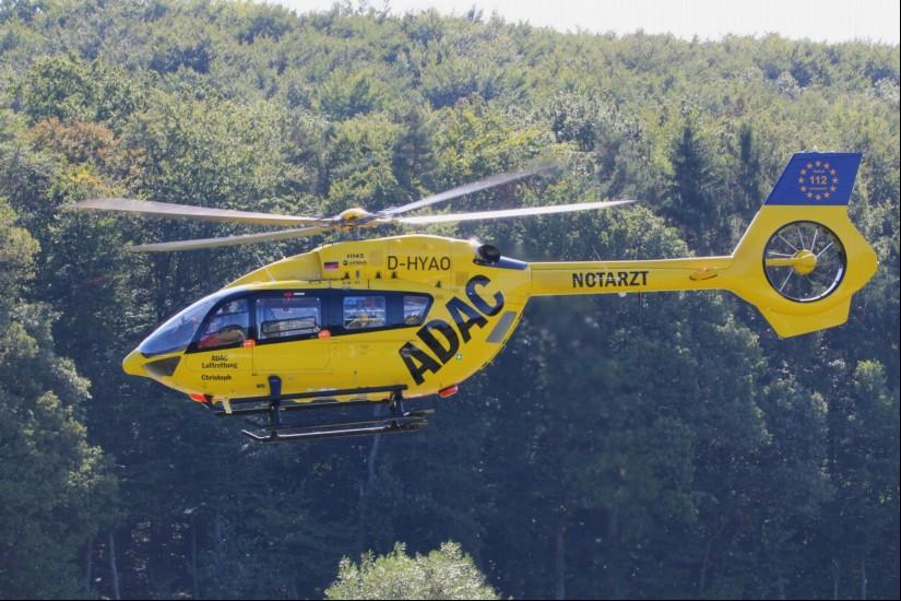"""Der Dual-Use-RTH """"Christoph 66"""" flog bereits in den ersten vier Wochen über 120 Einsätze (hier fliegt die H145 über den Segelflugplatz Eßweiler)"""