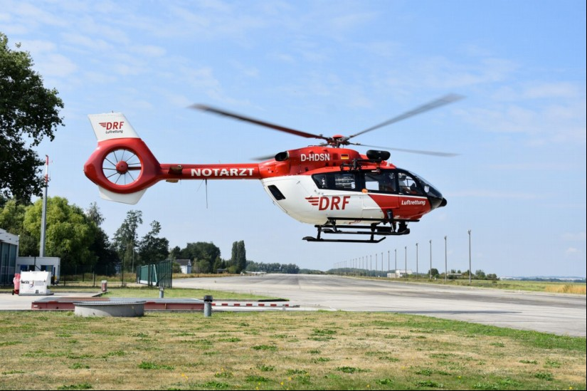 Die DRF Luftrettung hält weiterhin an ihren Plänen fest, am Flughafen Zweibrücken einen 24-Stunden-ITH zu stationieren (hier eine H145 der DRF mit Rettungswinde am Flugplatz Bautzen)