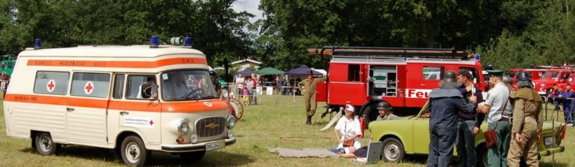 Rettung wie zu DDR-Zeiten: historische Übung im Jahre 2009 in Hennigsdorf mit dem Barkas B1000 SMH-3, der bis nach der Wende in Ostdeutschland den Notarzt zum Einsatzort brachte