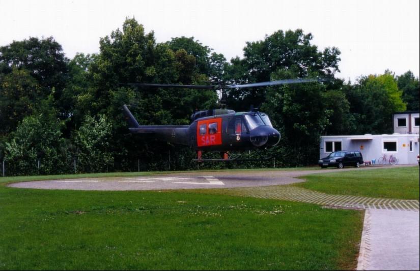 Bereits seit April 1964 stellte die Bundeswehr im Rahmen ihres SAR-Dienstes vom Fliegerhorst Upjever aus Luftrettungsmittel ein – erst Bristol Sycamore B-171, dann moderne Bell UH-1D (hier ein Symbolfoto)