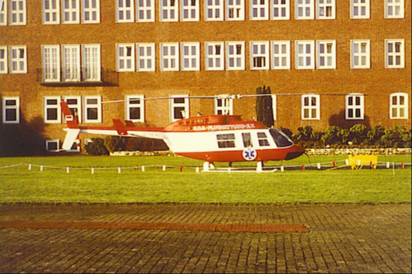 """Interimsweise kam zwischen Dezember 1980 und Frühjahr 1981 in Sanderbuch eine Bell 206L-1 Long Ranger II als """"Christopher Friesland"""" zum Einsatz"""