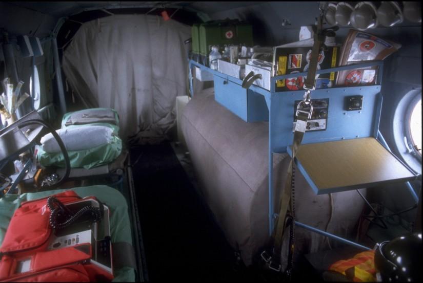 Innenraum und notfallmedizinische Ausstattung des RTH der NVA vom Muster Mil Mi-8T