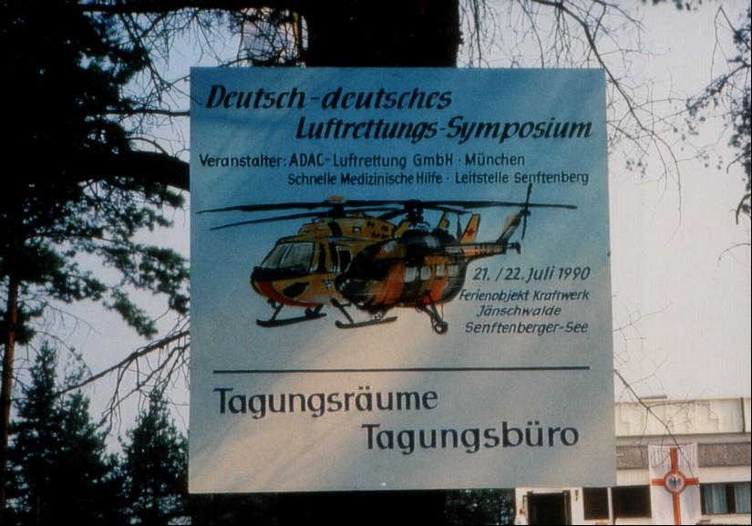 Hinweisschild zum ersten deutsch-deutschen Luftrettungssymposium
