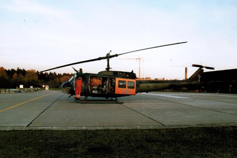 """Mit der """"Huey"""" fing im Ländle alles an: die inzwischen über 50 Jahre alte Bell UH-1D in SAR-Konfiguration (hier der notarztbesetzte """"SAR Ulm 75"""") wird ab Juli 2020 sukzessive durch die H145 LUH SAR ersetzt"""