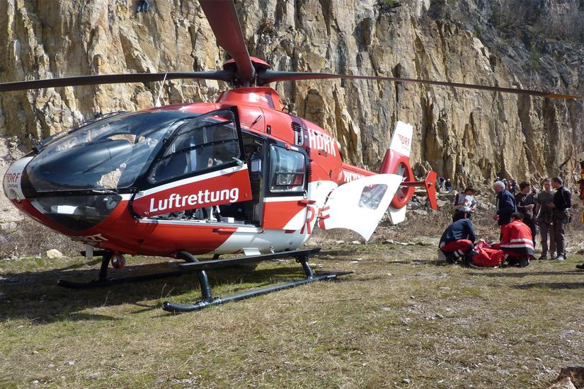 """Der Mannheimer RTH """"Christoph 53"""" fliegt immer mehr Primäreinsätze, darunter viele chirurgische Notfälle – seit Kurzem verfügt er über Blutplasma an Bord"""