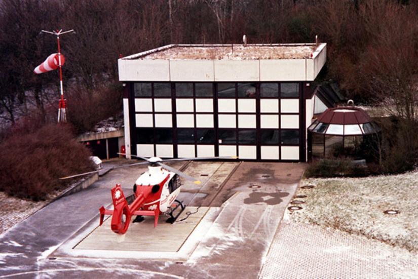"""Im September 1996 stationierte die damalige Deutsche Rettungsflugwacht e. V. mit der D-HYYY die weltweit erste EC 135 in HEMS-Konfiguration als RTH """"Christoph 41"""""""