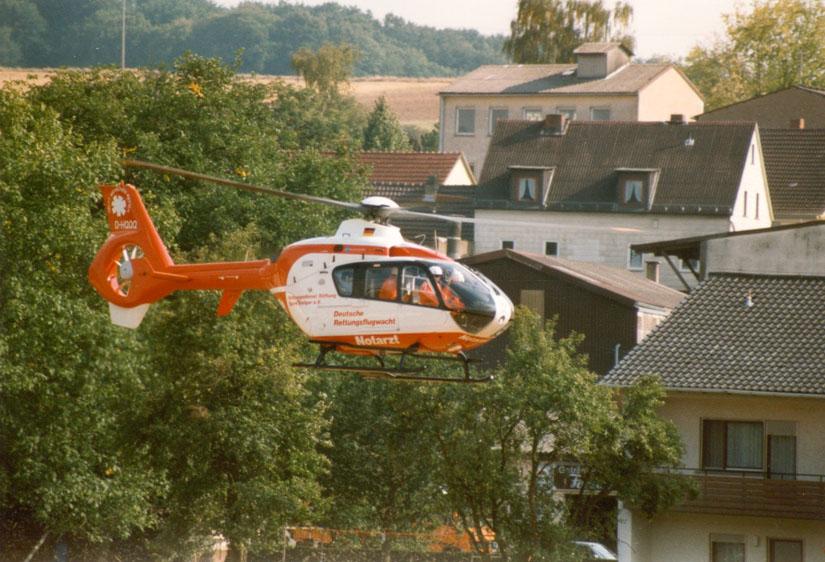 Nach Übernahme der Station in Ochsenfurt flog dort eine der zwei damals brandneuen EC 135 der DRF – hier zu sehen: die D-HQQQ