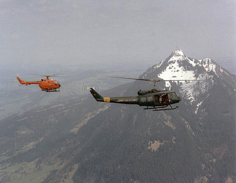"""Nach dem Absturz von """"Christoph 1"""" im August 1971 stellte die damalige Grenzschutz-Fliegerstaffel Süd mit einer Bell UH-1D die notwendige Aushilfe"""
