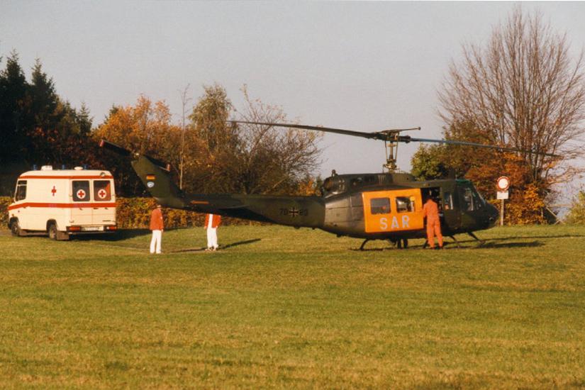 """Mit dem von der Bundeswehr gestellten RTH """"Christoph 74"""" des Musters Bell UH-1D ging die dritte Luftrettungsstation in Bayern am Flughafen Nürnberg an den Start"""