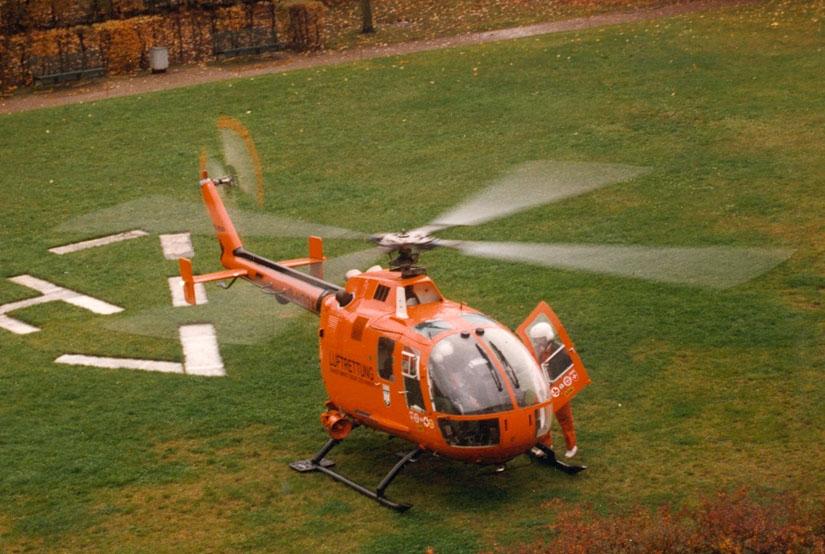 """Am 3. November 1981 übernahm der BGS die Luftrettungsstation """"Christoph 18"""" in Ochsenfurt mit einer orangen BO 105 CB des Zivilschutzes und mit eigenen Piloten"""