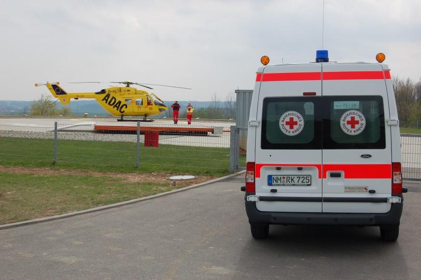 """Der Ingolstädter RTH """"Christoph 32"""" flog im April 2012 einen Patienten nach Regensburg in das dortige Universitätsklinikum"""