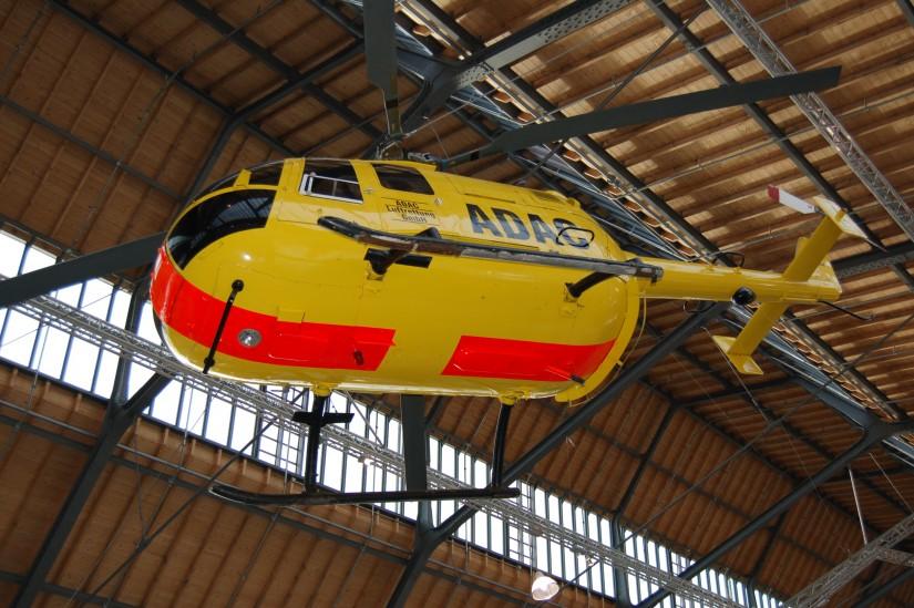 """In der Verkehrsabteilung des Deutschen Museums auf der Münchner Theresienwiese hängt ein Mock-Up einer BO 105 in gelber ADAC-Lackierung (der 2. Münchner RTH """"Christoph München"""" hingegen war rot-weiß lackiert)"""