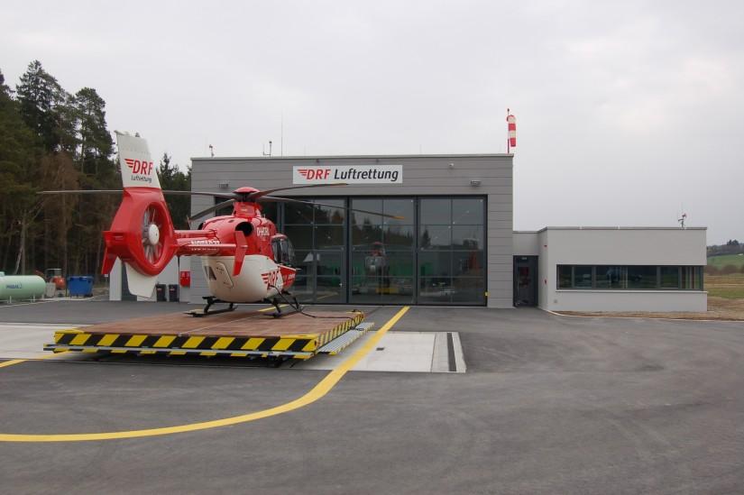 """Am 1. April 2011 wurde """"Christoph 80"""" der DRF Luftrettung am Flugplatz Weiden/Latsch stationiert (Aufnahme aus dem April 2012)"""