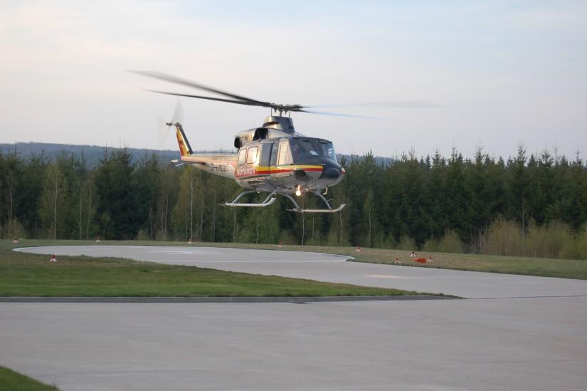 """Am Klinikum Großhadern stationierte der HDM eine Bell 412 (hier ist eine baugleiche Maschine von HDM als """"Christoph Thüringen"""" im April 2010 in Bad Berka zu sehen)"""
