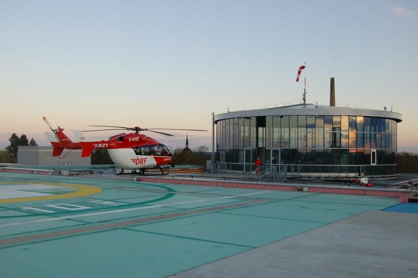 """Im Jahr 2011 wurde die Bell 412 HP durch eine EC 145 ersetzt – hier ist """"Christoph Berlin"""" Mitte April 2012 an seiner Station am UKB zu sehen"""