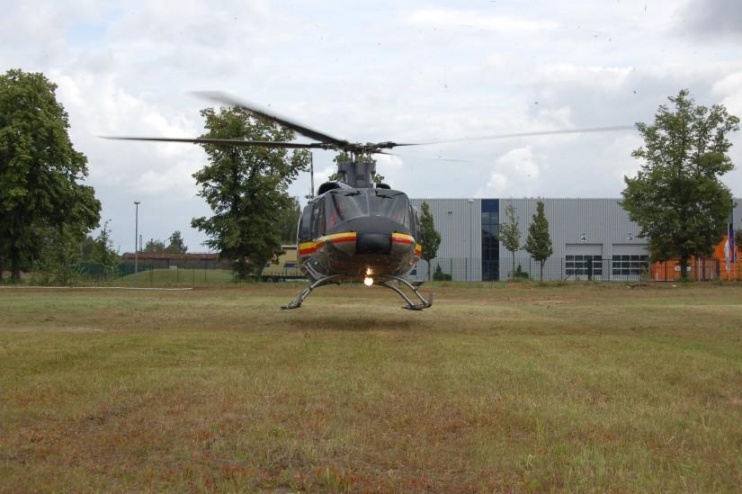 """""""Christoph Berlin"""" (eine Bell 412 HP in HDM-Lackierung) startet im Juli 2009 in Hennigsdorf (Kreis Oberhavel) zu einem weiteren Notfalleinsatz"""