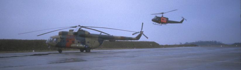 Die Mil Mi-2 und Mil Mi-8T der NVA wurden nach der politischen Wende von der Bell UH-1D der Bundeswehr abgelöst