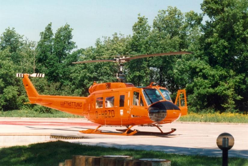 """In Brandenburg an der Havel flog eine orange Bell UH-1D als """"Christoph 35"""""""