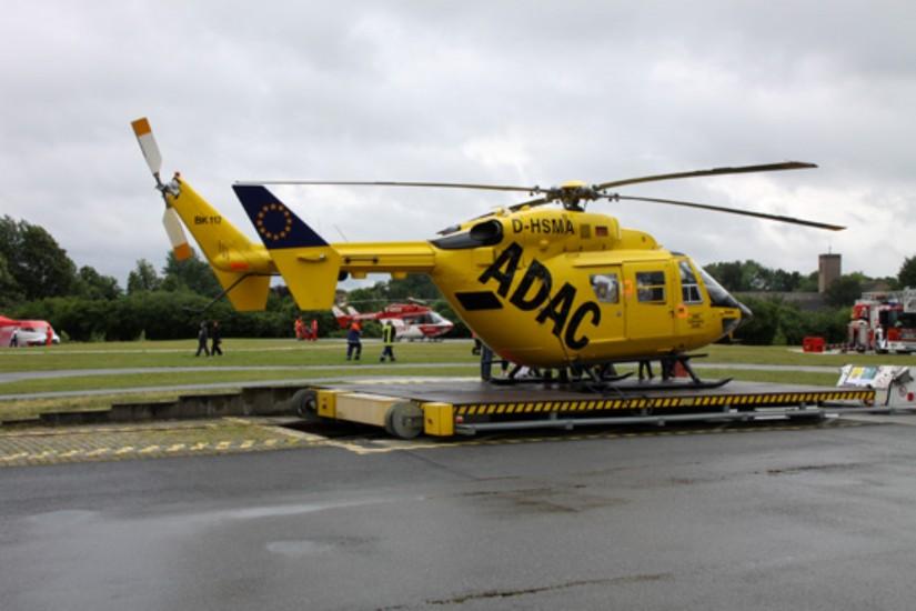 """Beide bremischen Luftrettungsmittel waren insbesondere bei den alljährlichen """"Tagen der Sicherheit"""" am LDW zu sehen (hier eine Aufnahme aus dem Sommer 2011)"""